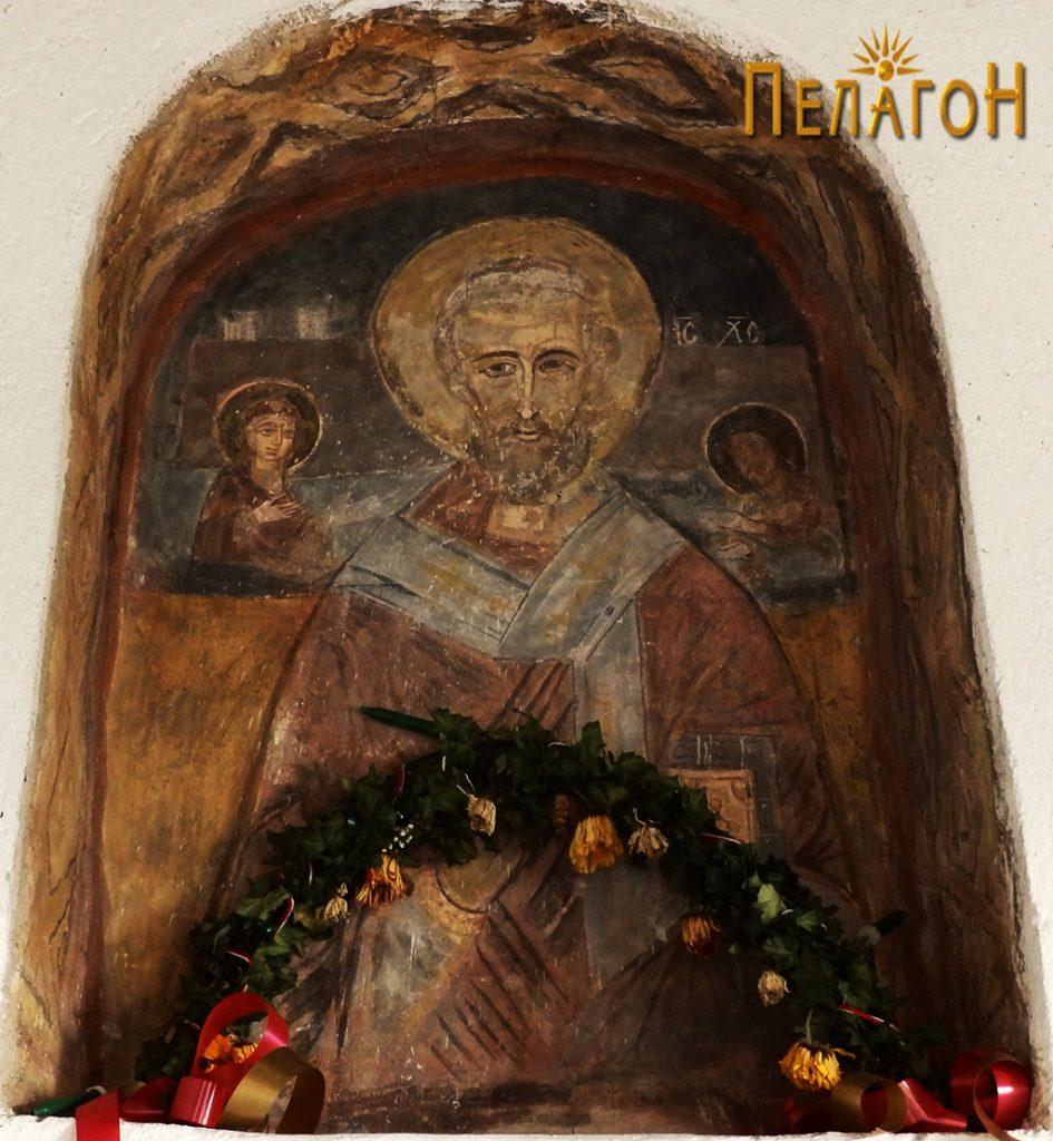Св. Никола над вратата од старата градба на црквата