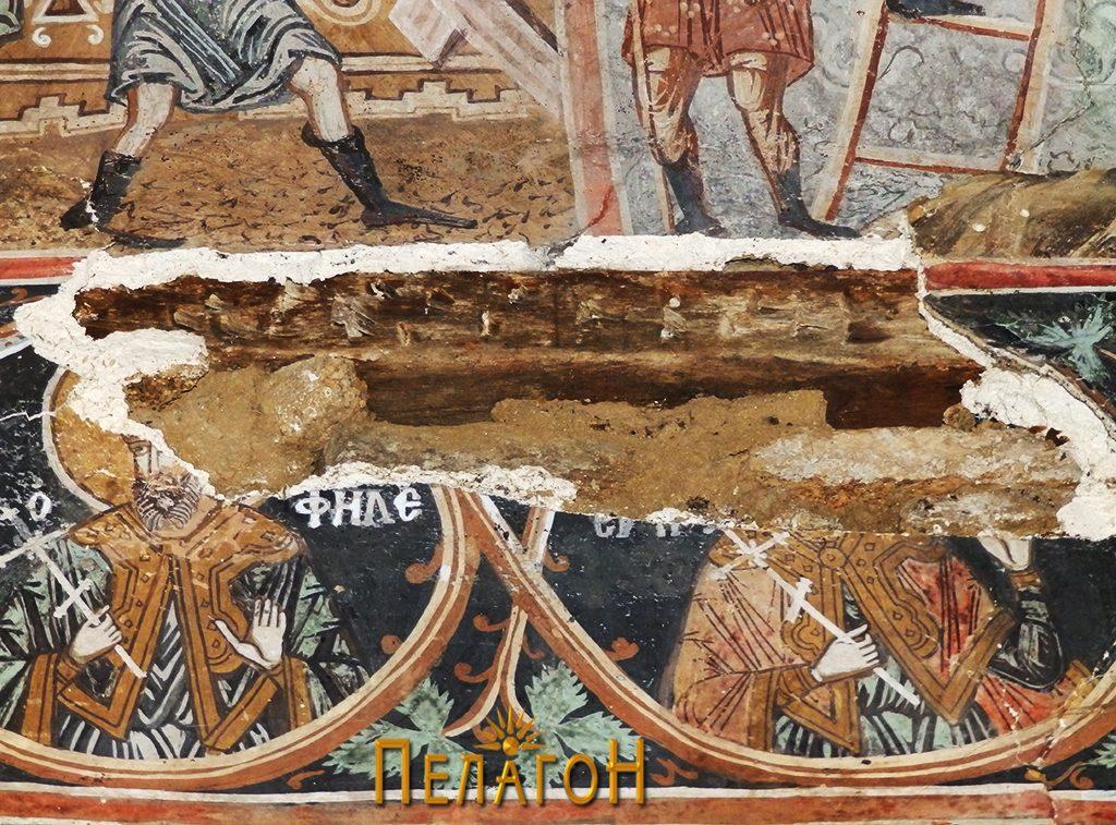 Оштетен дел од живописот на северниот ѕид