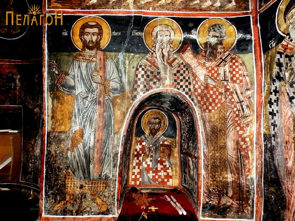 Источен ѕид - јужниот дел од олтарот со св. Роман, св. Ахил и св. Кирил Александриски