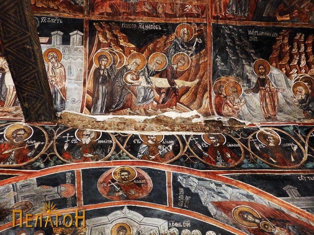 Носењето на Исус во гробот со дел од оштетување на живописот
