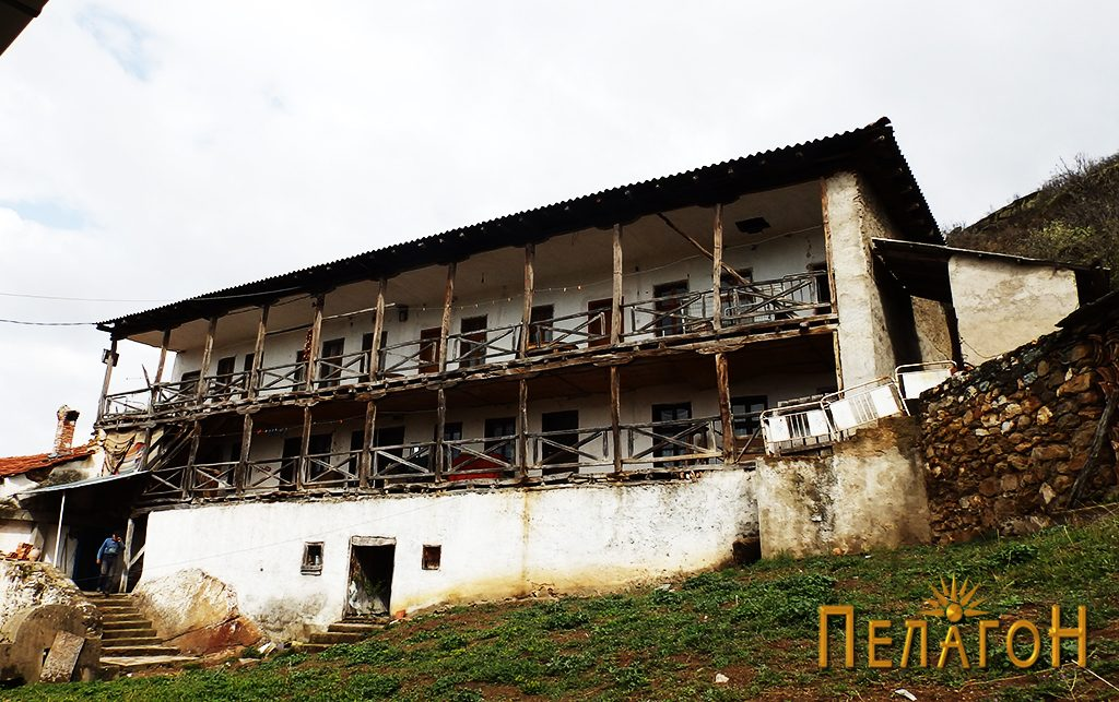 Една од зградите на манастирските конаци