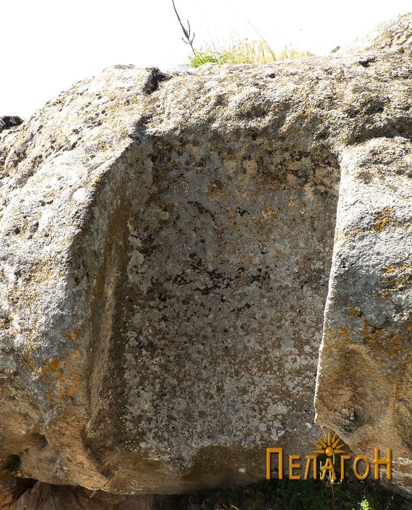 """Големата ниша на една од карпите на """"Лавот"""" 2"""