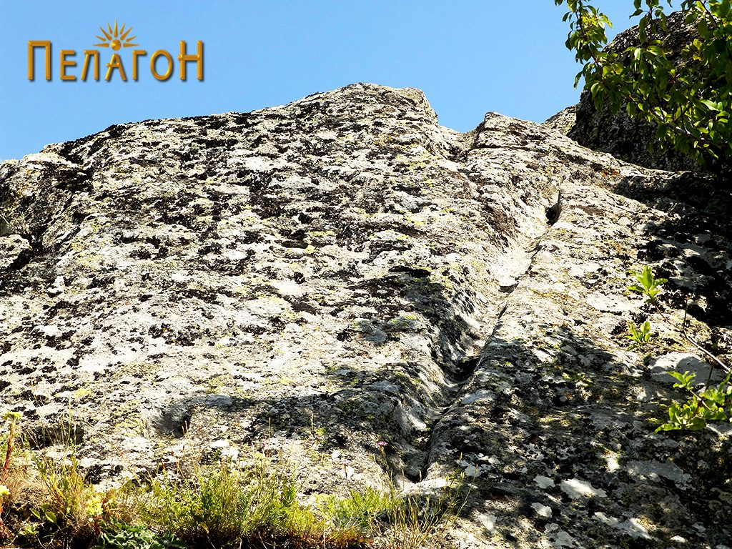 Кнали по косите површини на карпите при врвот