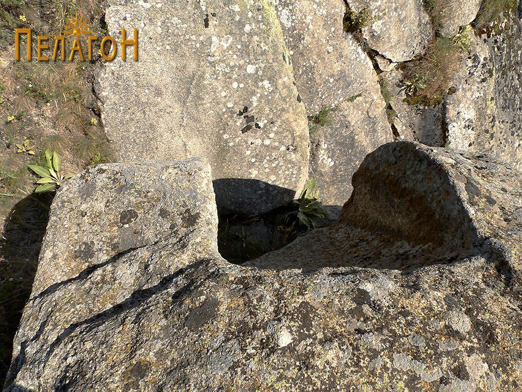 """Големата ниша на една од карпите на """"Лавот"""""""