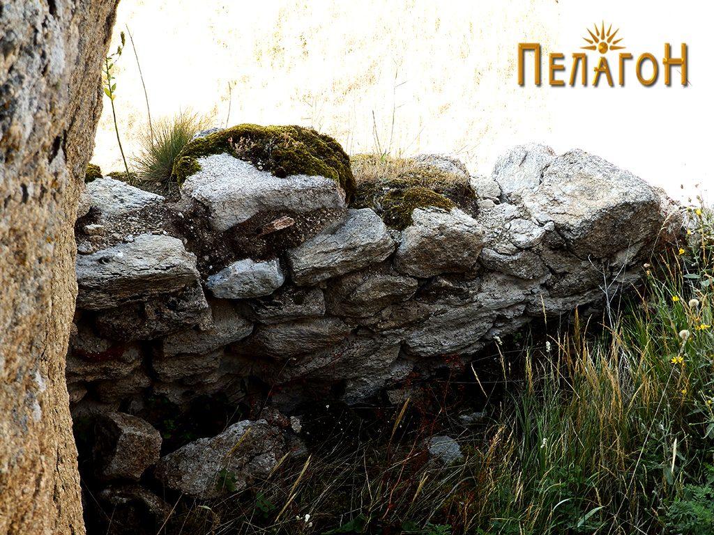 """Остаток од ѕид и дел од просаторија на """"Лавот"""" 4"""