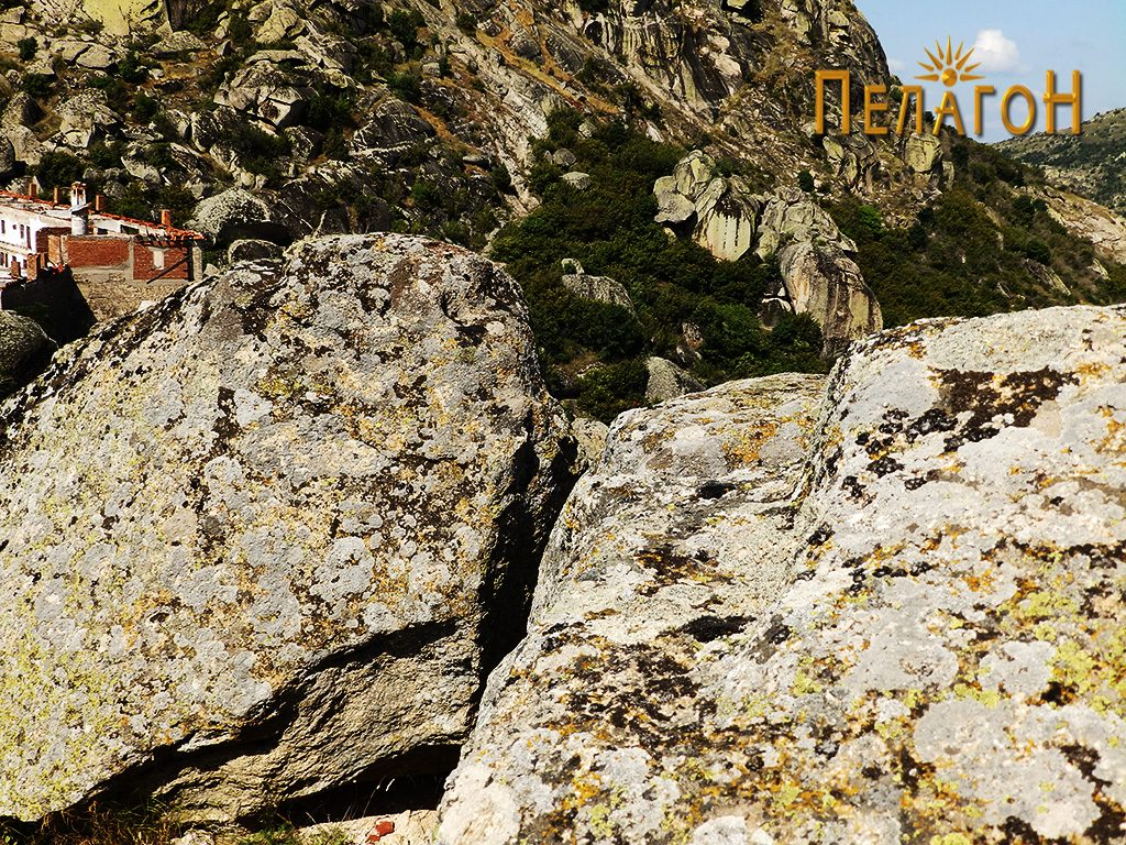 """Обработени горни површини од карпи на """"Лавот"""""""