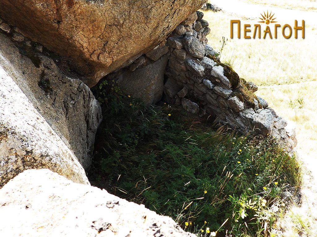 """Остаток од ѕид и дел од просаторија на """"Лавот"""""""