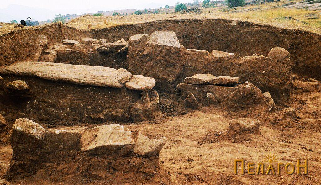Неотворени гробови