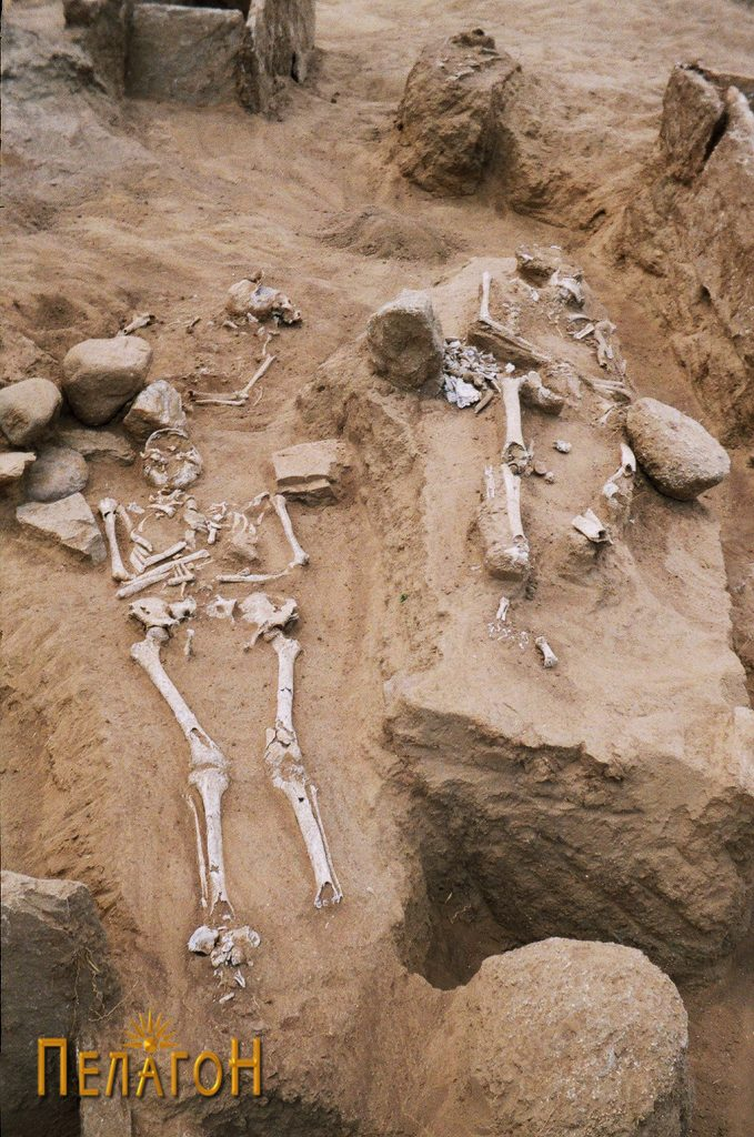 Скелети пронајдени во простор без гробна конструкција