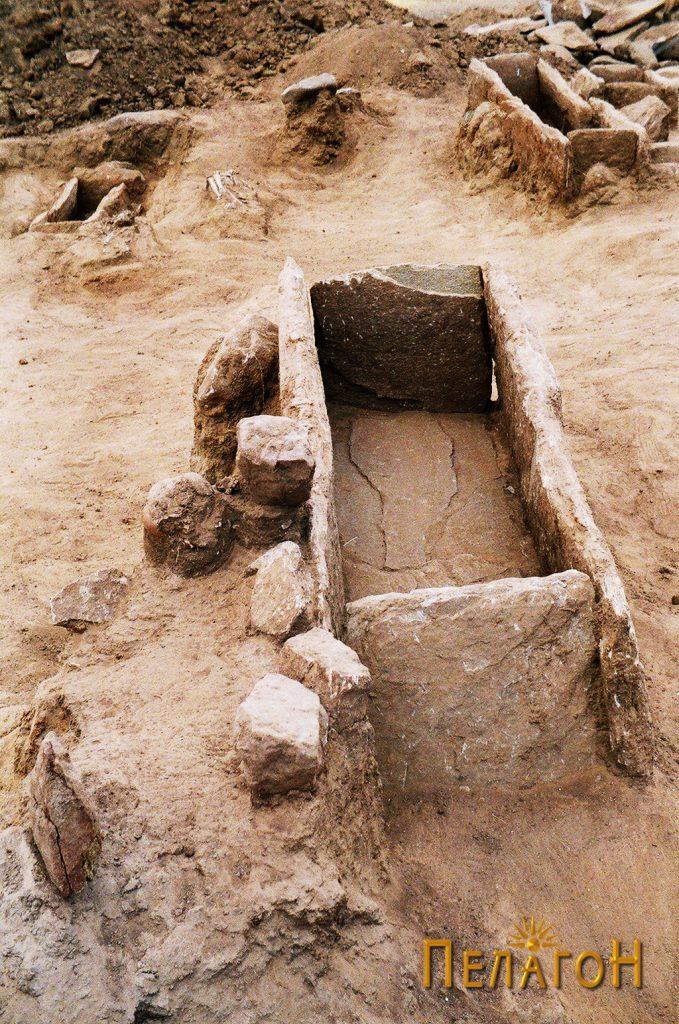 Празен гроб од типот циста