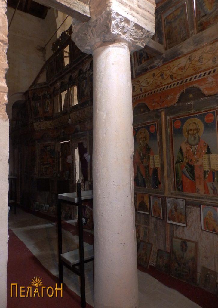 Столб со ранохристијански капител 2