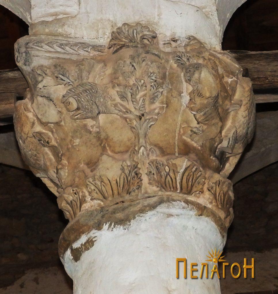 Капител со украсување со рајска симболика - птици (фазани), растителни форми и сл. 4