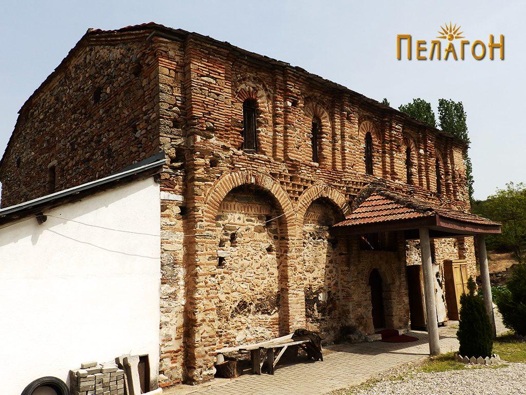 """Црквата """"Св. Димитрија"""" од југозападната страна"""