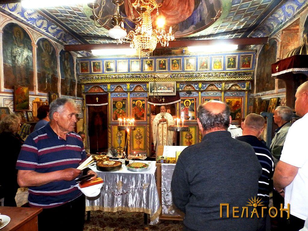 """Во убавата црква """"Св. Никола"""""""