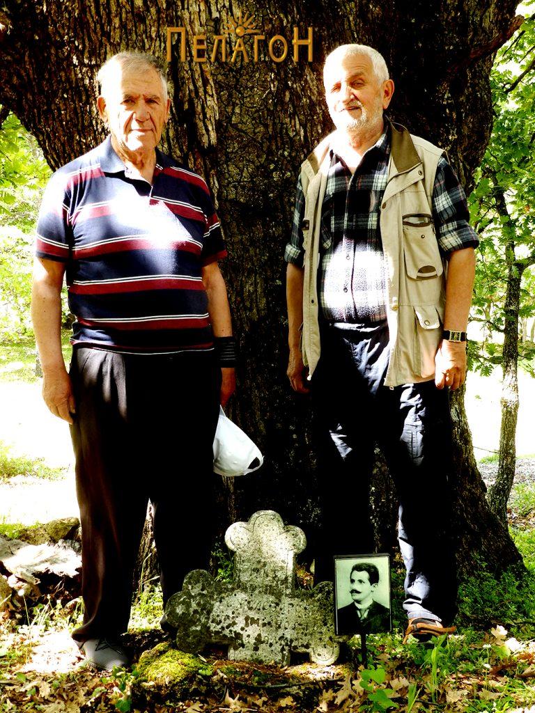 Благоја Ѓорѓиовски - Баја и Никола Гулески на гробот на војводата