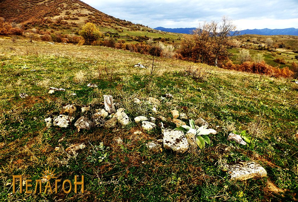 Остатоци од извесна конструкција од камен на ридот