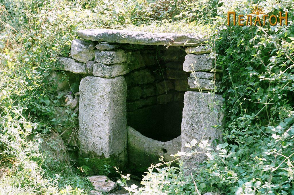 Кладенецот со култните камени блокови