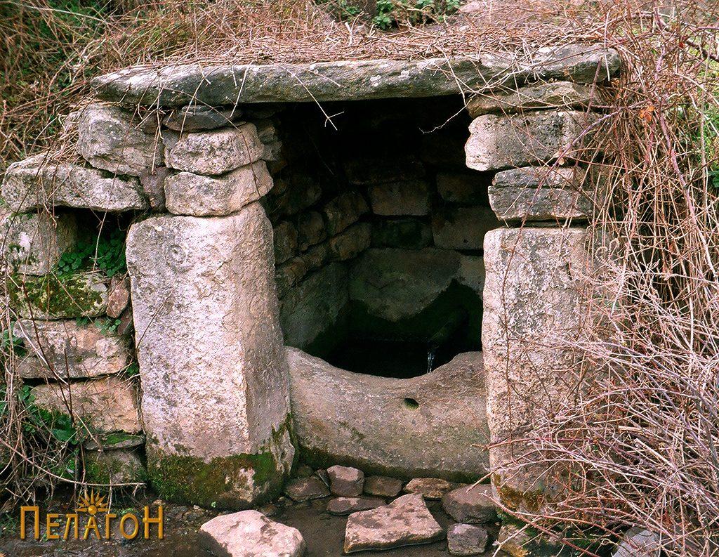 Кладенецот со култните камени блокови 2