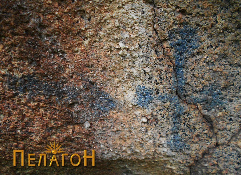 Симболиката на втората карпа - стрелка и крст