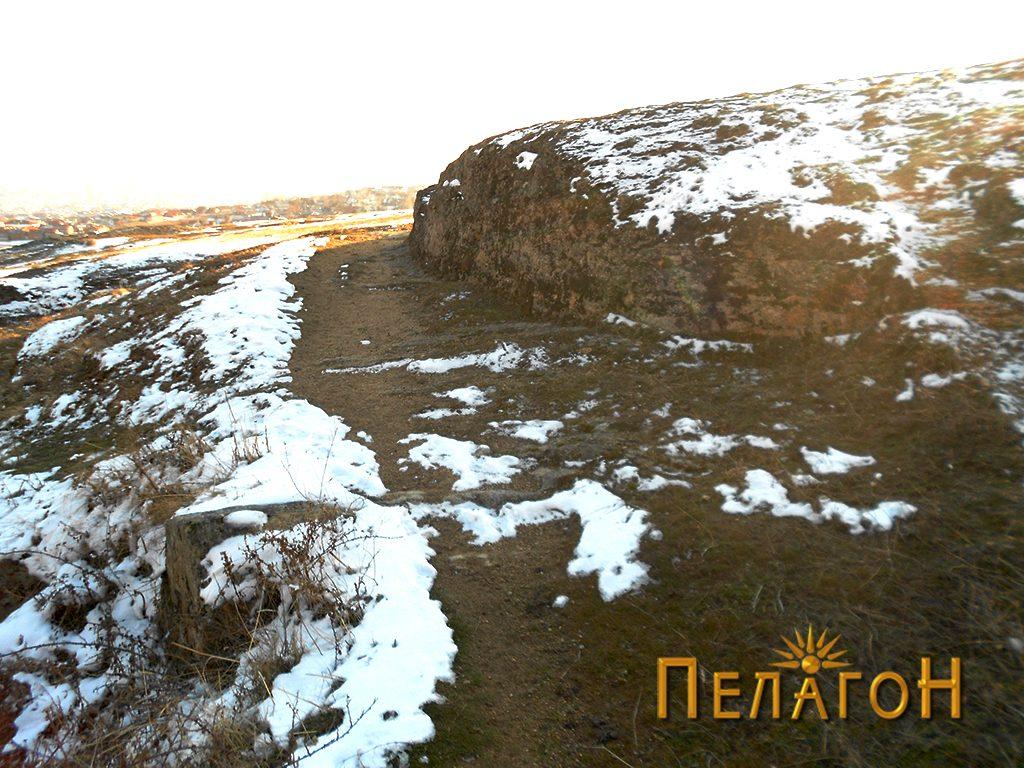 Расечен дел во карпа за пат ,Маркови Кули - Караташ