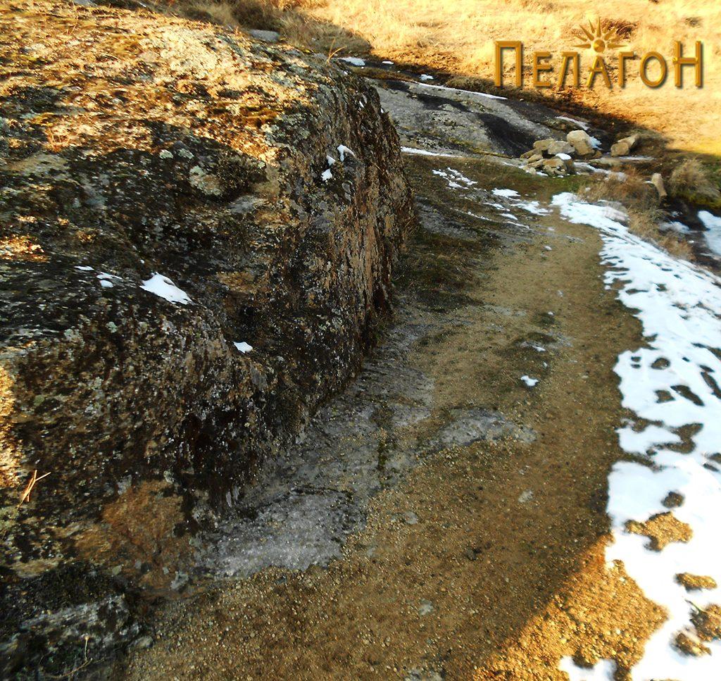 Расечен дел во карпа за пат ,Маркови Кули - Караташ 2