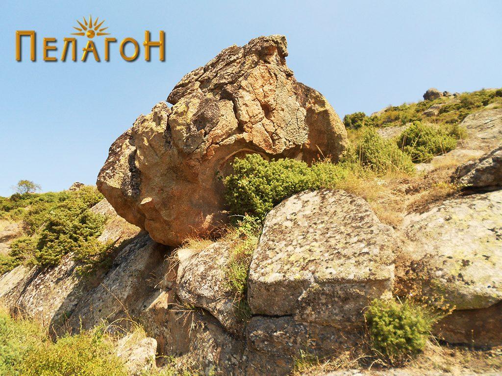 Култната карпа од југоисток
