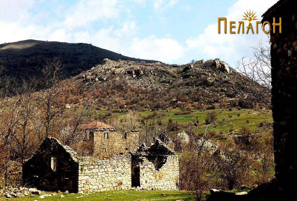 Локалитетот Маркови Кули (Градиштето) од страната на селото 2