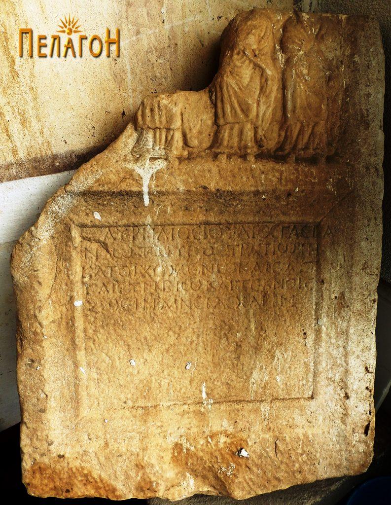 Стела од мермер со релјефна претстава и натпис во црквата во Топлица
