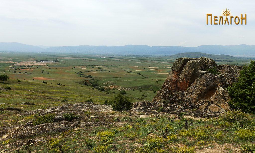 Малата некропола во камен - гробови во карпа и винарник