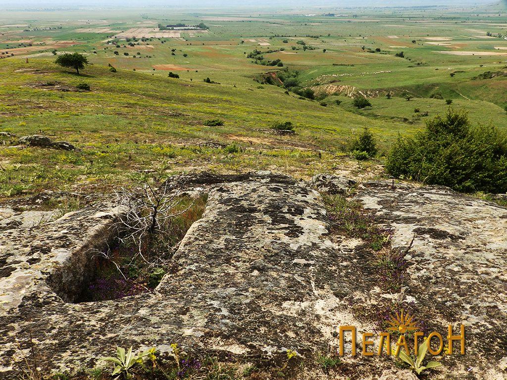 Винарникот во карпа на просторот со некрополата