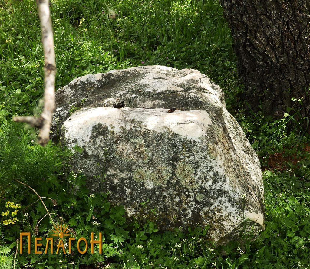 Фрагмент од мермерен блок