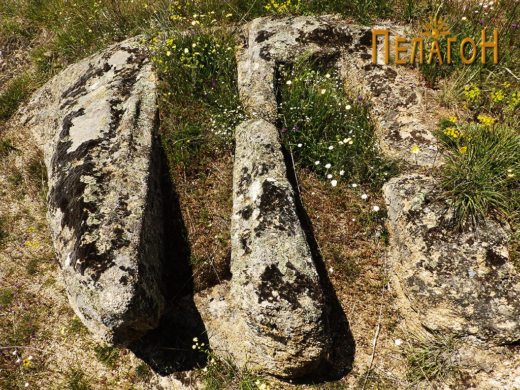 Два сочувани гробови во камен од некрополата 4