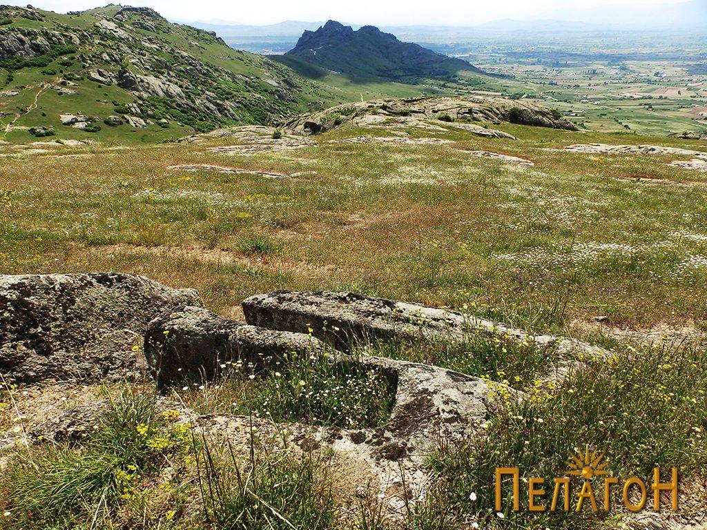 Два сочувани гробови во камен од некрополата 5
