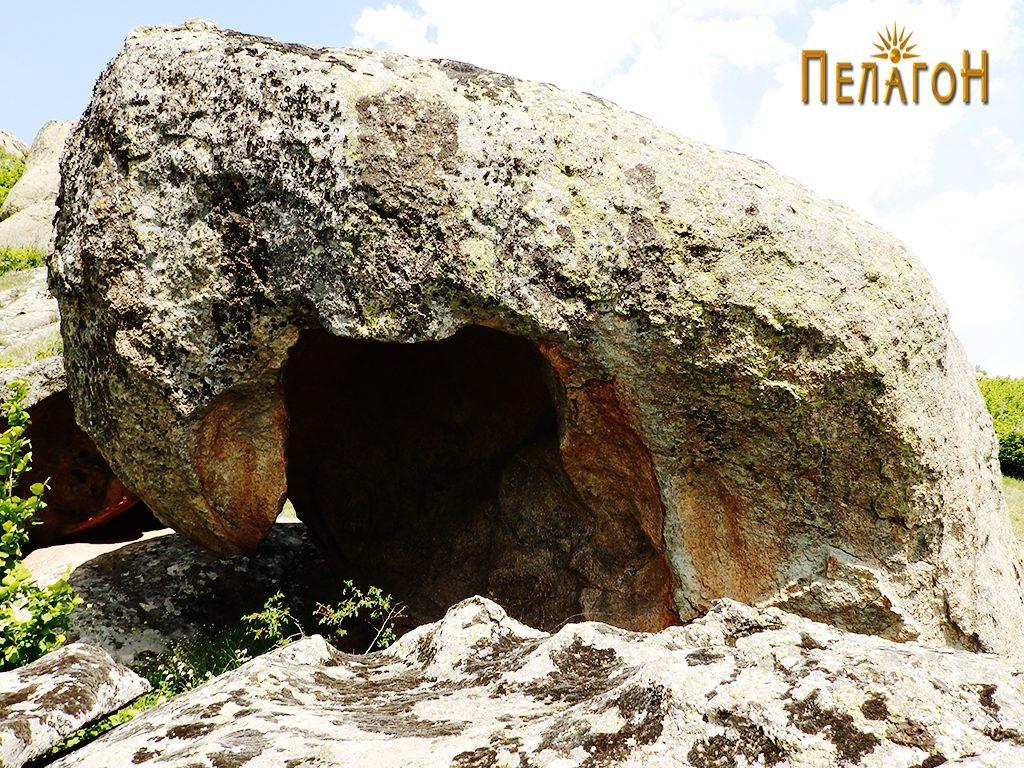 Шуплина во карпа на работ на земната тераса