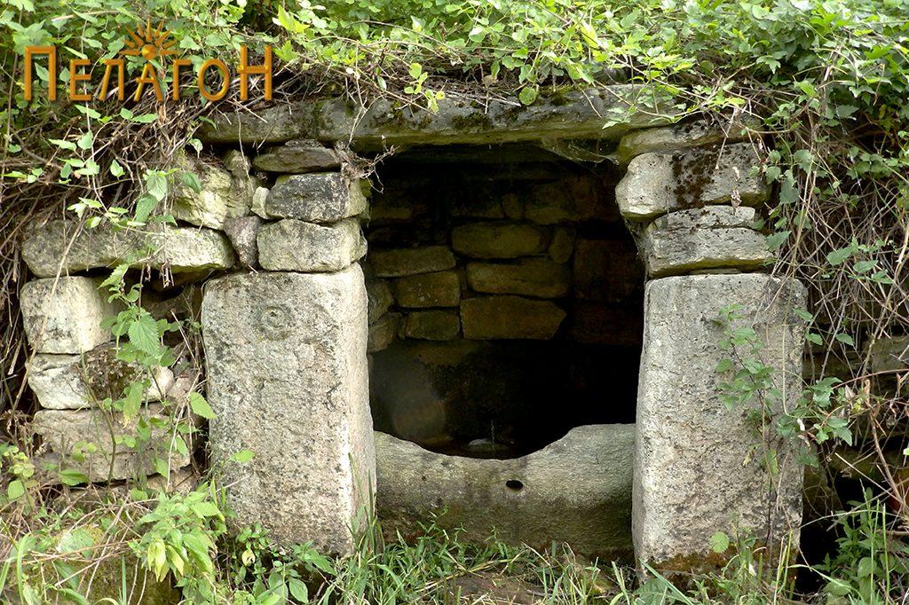 Кладенецот - лицето со култните камени блокови