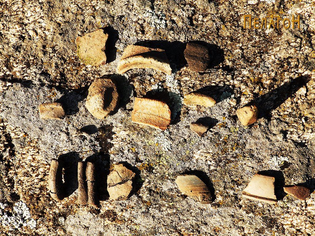 Фрагменти од керамички садови на локалитетот
