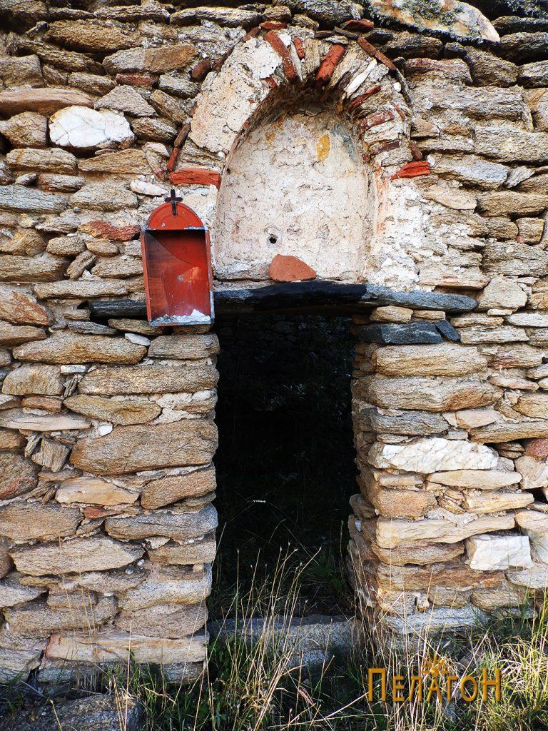 Вратата на јужниот ѕид со нишата