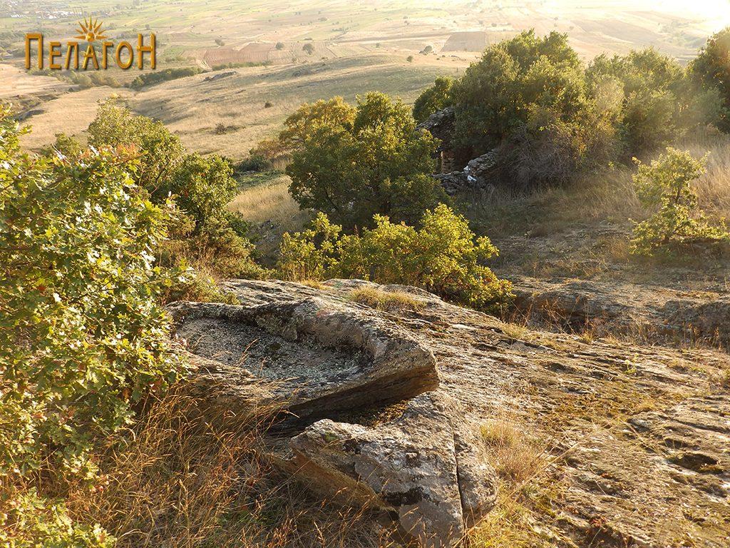 Корито во камен на северната страна од црквата