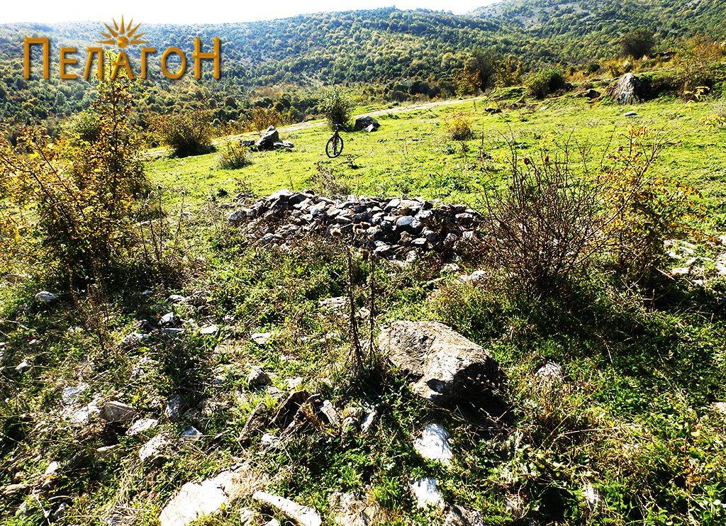 """Грамади камен од локалитетот """"Манастирот"""""""