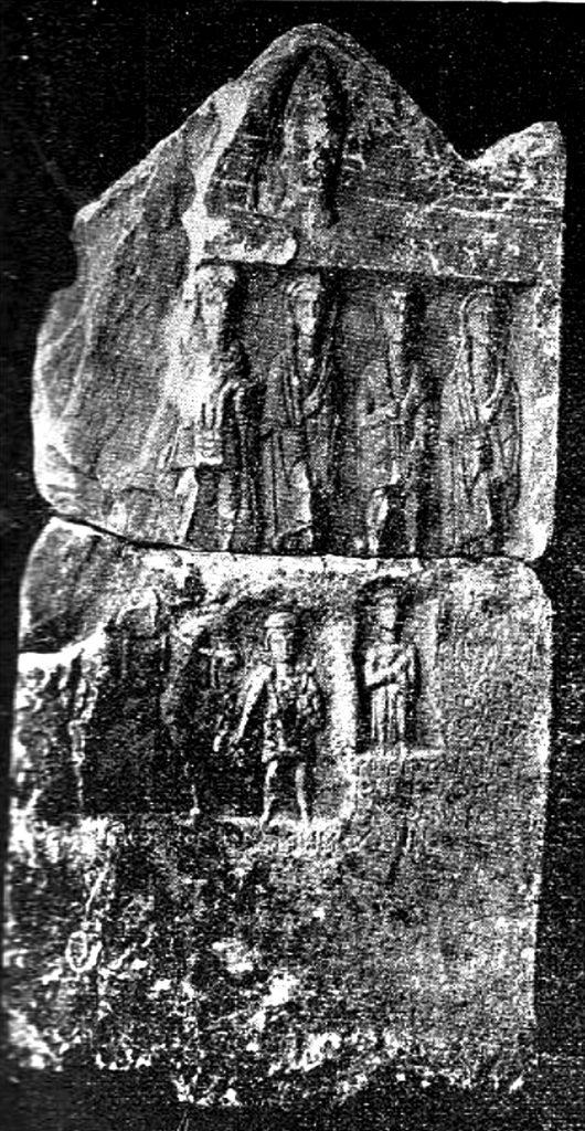 Надгробен спокменик од мермер со релјефна претстава и натпис - денес во Музеј на Македонија