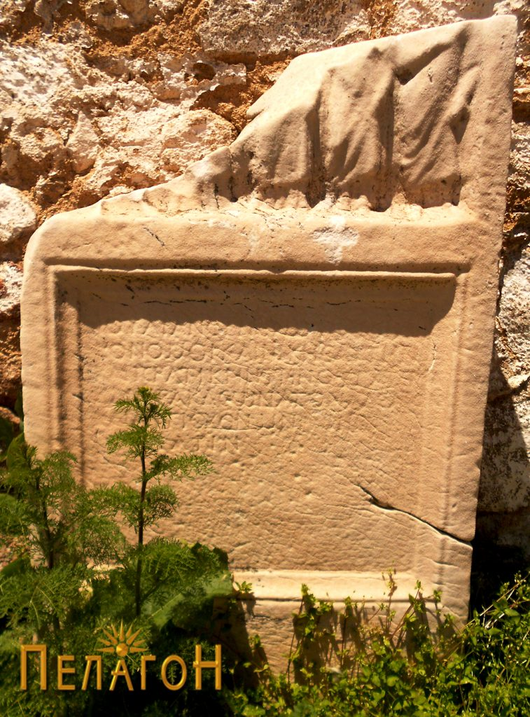 Надгробен споменик од мермер, кој долго време стоеше во рамките на некрополата на Гумење