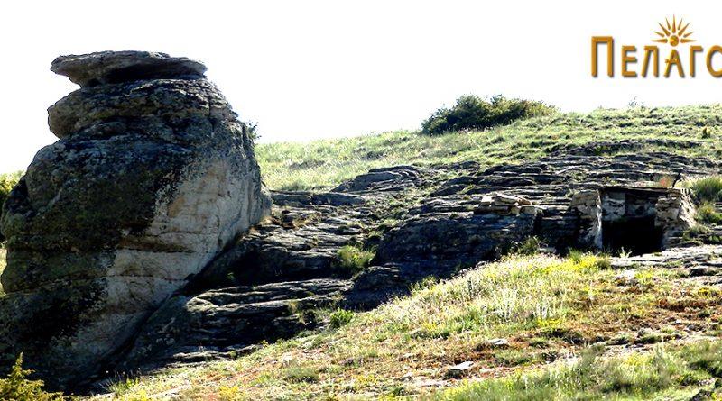Гробницата и карпата - хероон