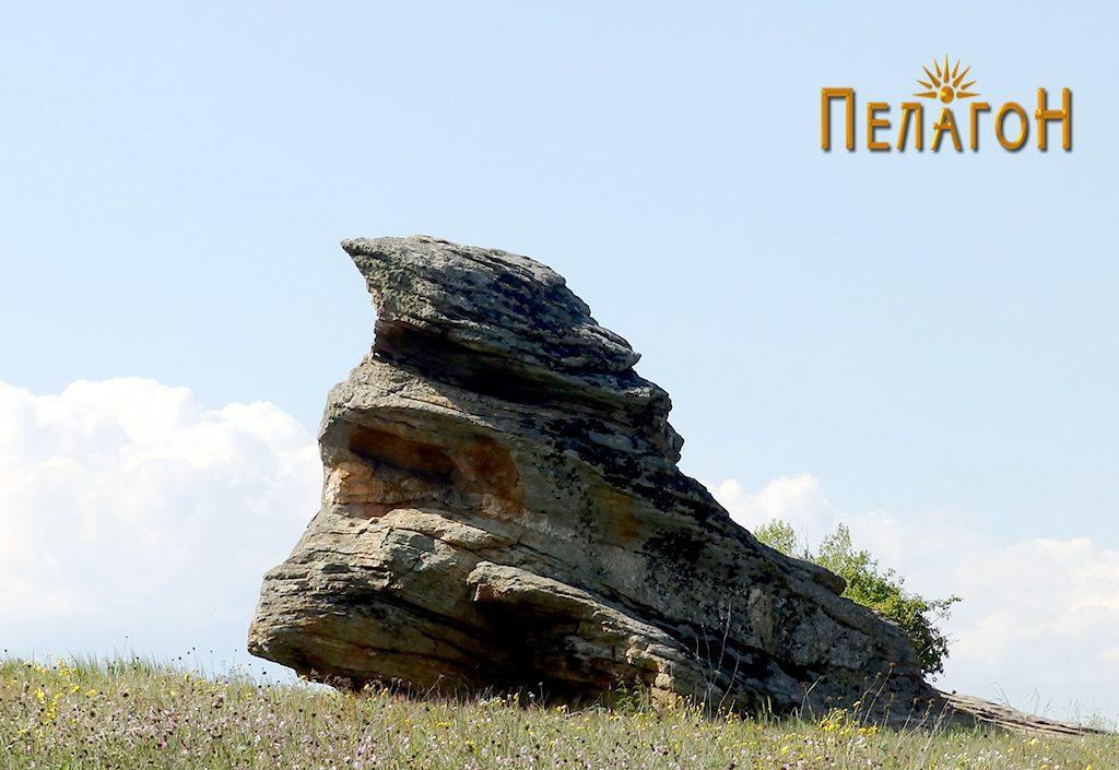Централната култна карпа на Гумење од југоисток