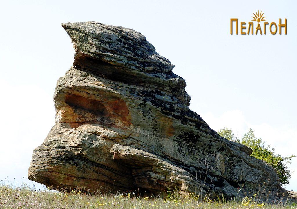 Централната култна карпа на Гумење од југоисток 2