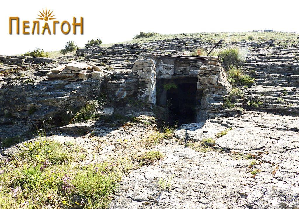 Гробницата со дромосот и гробните простории со современа надградба на влезот 3