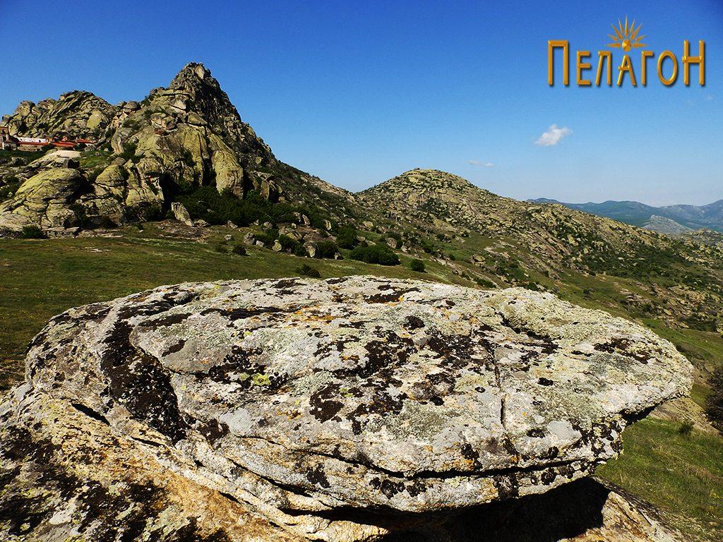 Малото плато од менхирот со поглед кон Златоврв 3