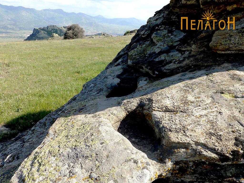 Правоаголни форми на централната култна карпа