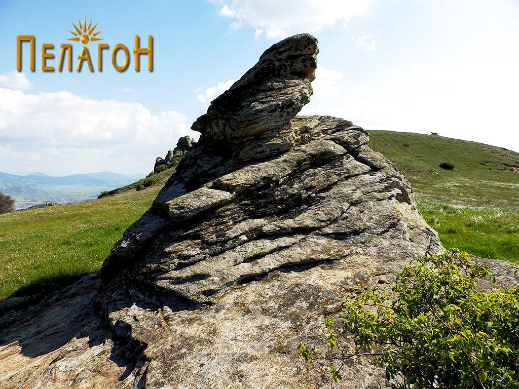 Централната култна карпа на Гумење од североисток
