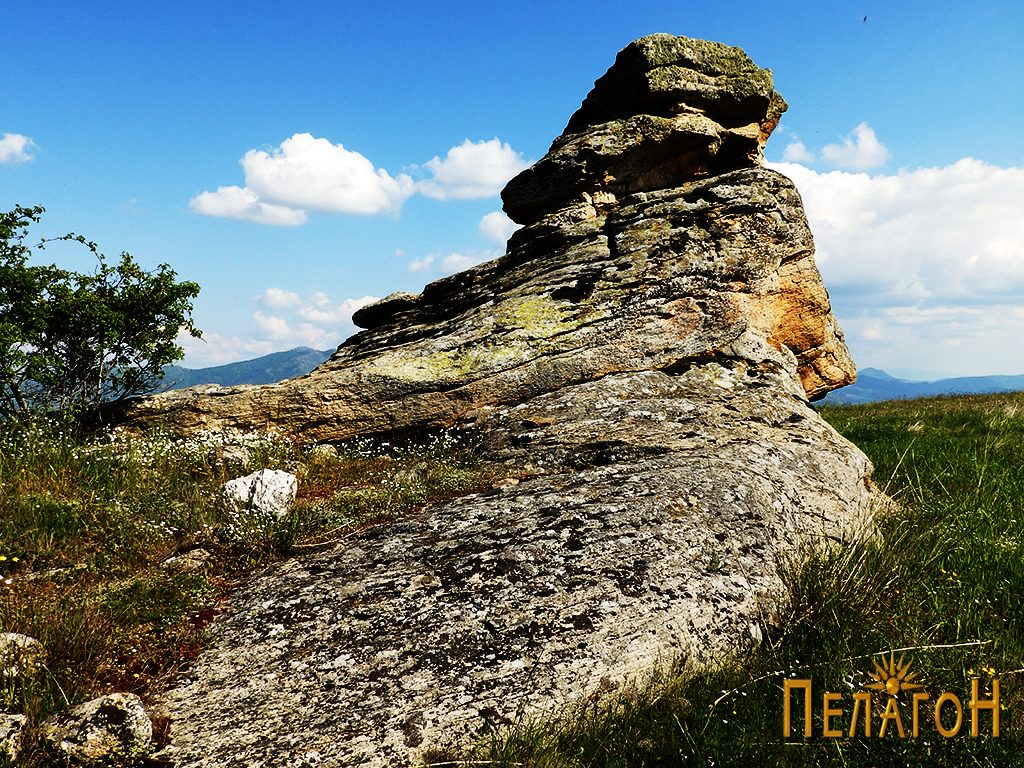 Централната култна карпа на Гумење од северозапад