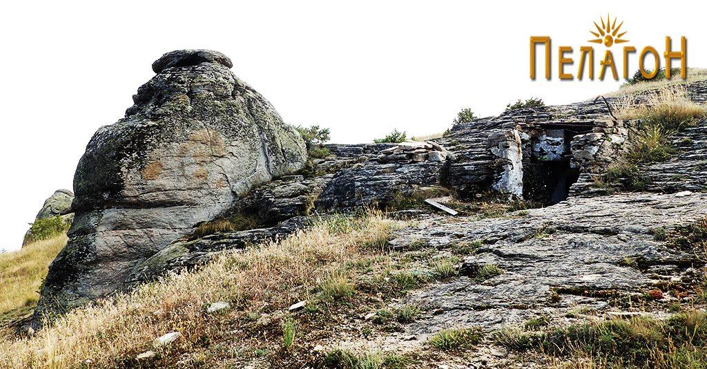Гробницата и карпата - хероон 3